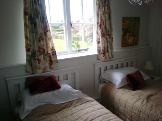 Cocking, UK: The twin room which was lovely and quiet, facing away from the road.