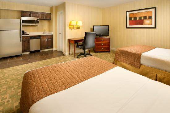 Bethesda, MD: Guest Suite with Two Beds and In-Room Kitchenette