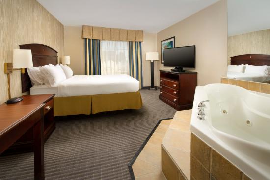 Holiday Inn Express & Suites Annapolis: Guest Room with Queen Bed and In-Room Whirlpool