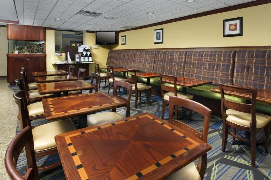 Holiday Inn Express & Suites Annapolis: Breakfast Dining Area