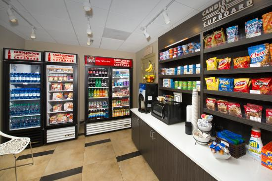 Candlewood Suites Alexandria - Fort Belvoir: Candlewood Cupboard with Snacks and Beverages