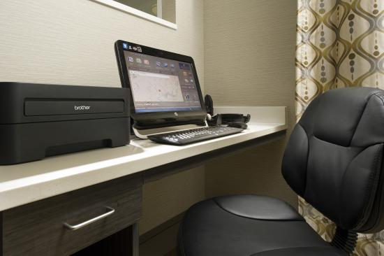 Candlewood Suites Alexandria - Fort Belvoir: 24-Hour Business Center with Free Internet and Printing
