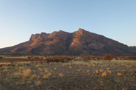 Usakos, Namibia: strepitose montagne...al tramonto