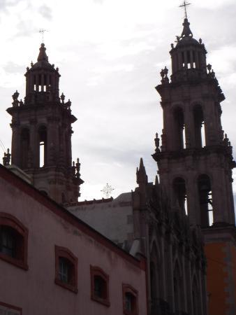 Jerez de Garcia Salinas, Mexiko: Desde la calle de enfrente del templo de la Soledad.