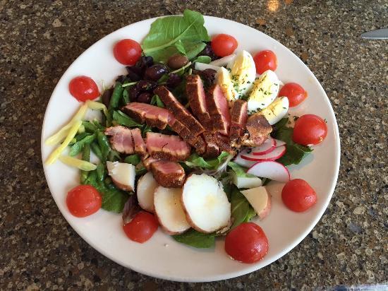 Oro Valley, AZ: Tuna nicoise salad