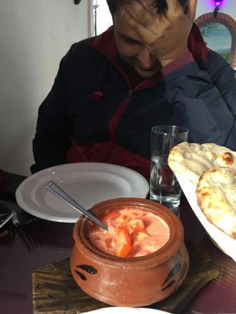 Kiplings Restaurant: A rather unappetising pink chicken makhani!