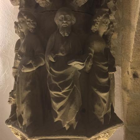 Tarrega, Spain: Creu de terme de Pere Joan (segle XV) i anell amb inscripció hebrea, peces de Tragèdia al call.