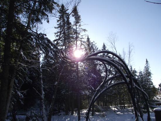 Lac Etchemin, Canada: Sculpture, Jean-Marc Daigle, Jardin, Moulin La Lorraine.