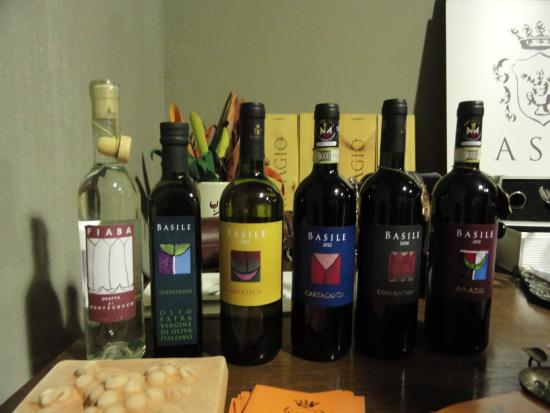 Cinigiano, Italy: Their products- Grappa, Olive Oil, White and Red Wines