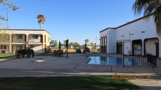 Nuevo Casas Grandes, Mexico: Pool and decoration area