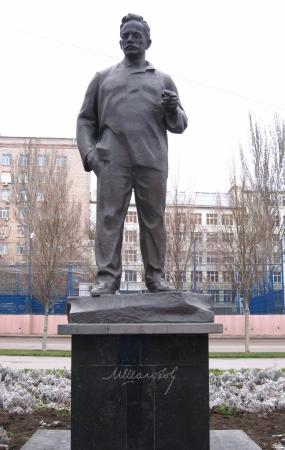 ‪Monument to Sholokhov‬
