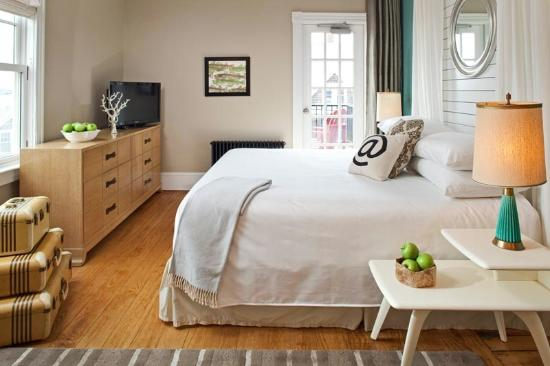Woods Hole Inn: The chic and beautiful Penzance room.