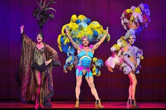 Γούλβερχαμπτον, UK: the three lead actors PRISCILLA QUEEN OF THE DESERT