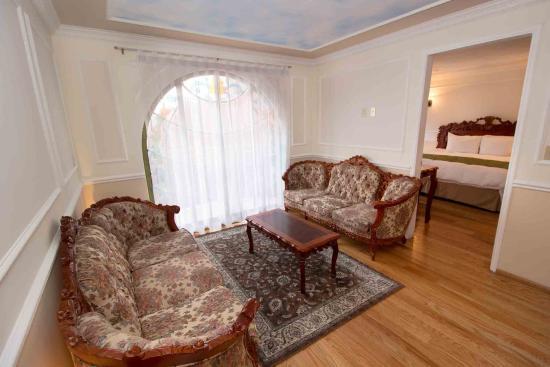 Suites Royal Colonial: Zona de estar