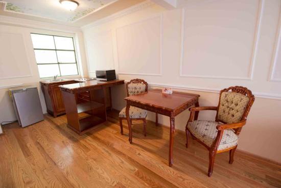 Suites Royal Colonial: Cocineta- Comedor