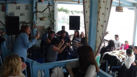 Agios Prokopios, Grækenland: ολοημερο γλέντι με βιολιά τραγούδι και χορό..