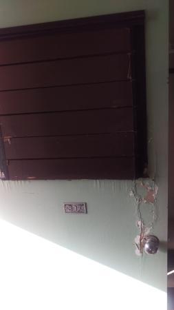 Mokihana: door from outside - looks like it has been kicked in