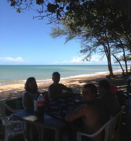 Marataizes, ES: Sossegada e com cervejinha gelada. Ainda é boa pra banho de mar. Precisa de mais?