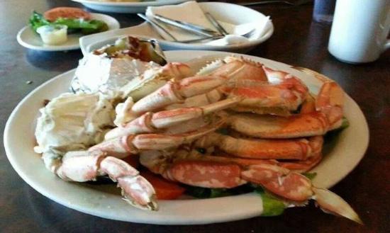 Sebastian's Bar & Grill: Crab legs - yes please!