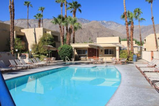 Desert Vacation Villas: Swimming pool