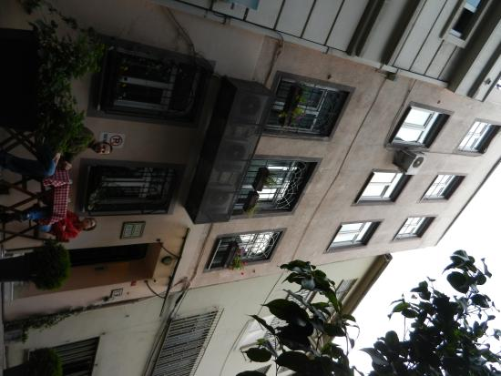 Finch Apartments: Facade