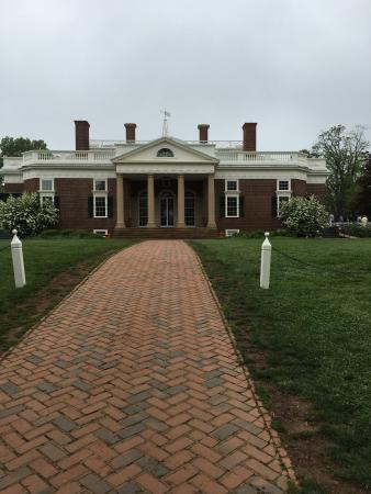 Charlottesville, Wirginia: Front of the home.