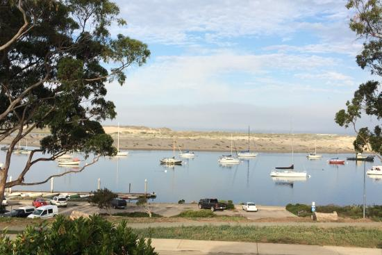 Morro Bay, CA: Above park loooking over to sandspit