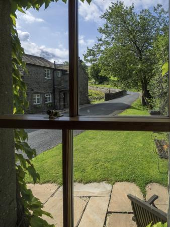 Yorkshire Dales National Park, UK: The view from Bridge Cottage
