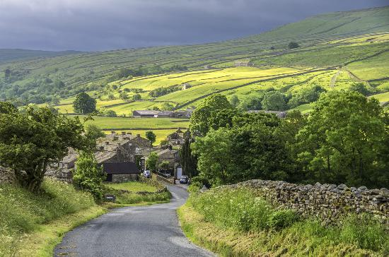 Yorkshire Dales National Park, UK: Entering the village from the West