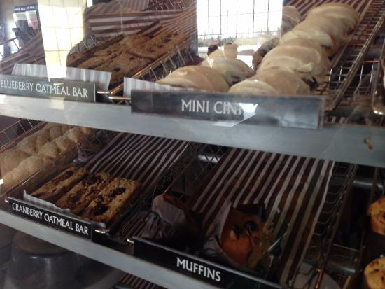 Grand Falls Windsor, Canadá: Nice Donuts,cookies and Cakes