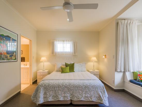119 on Georges Bed & Breakfast: Dickens Suite