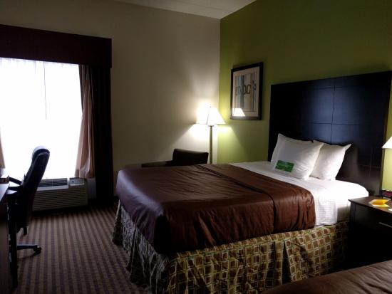 La Quinta Inn & Suites Columbus - Grove City : Partial view of a two-queen-bed room.