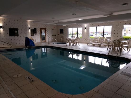 La Quinta Inn & Suites Columbus - Grove City : Nice pool area.