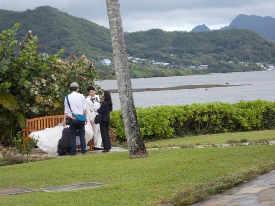 Aloha Ke Akua Chapel: チャペル裏で写真
