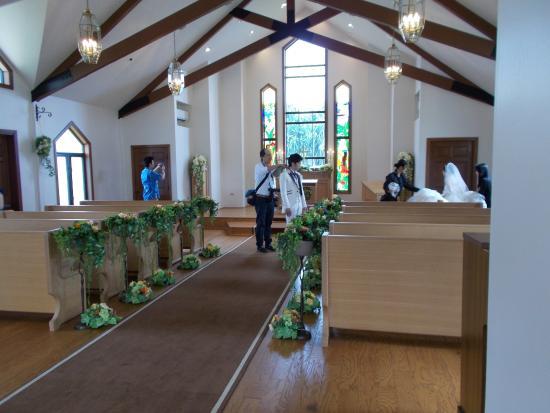 Aloha Ke Akua Chapel: チャペル内