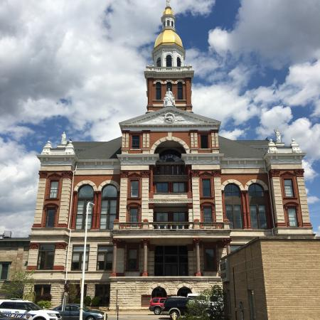 ‪Dubuque County Courthouse‬