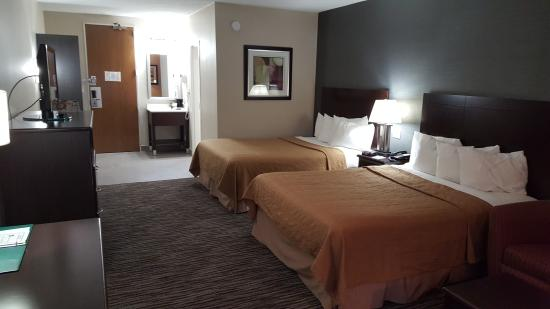 Quality Inn & Suites: Newly Renovated Double Queen.