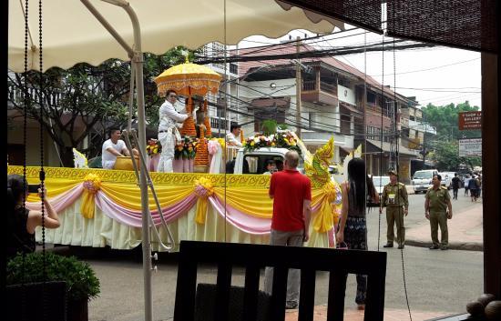 Salana Boutique Hotel: Watching Pii Mai parade