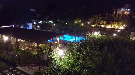 هوتل تروبيكا: Hotel Tropika Davao