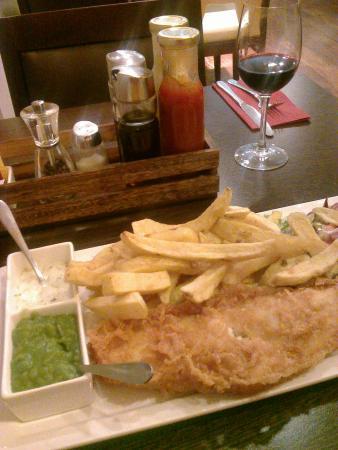 Restaurants queens fish chips restaurant in gloucester for Fish chips restaurant