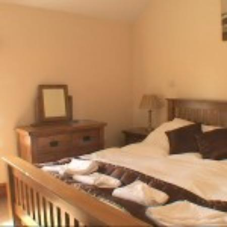 Oakeley Arms Hotel: Cottage bedroom