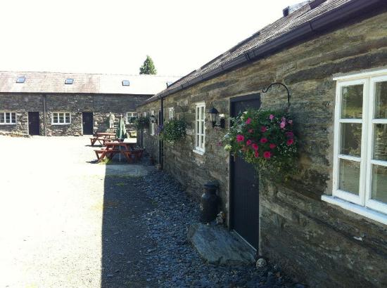 Oakeley Arms Hotel: cottages