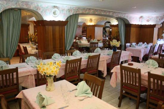 Толлон-ле-Мемиз, Франция: Salle du restaurant