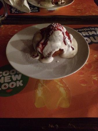 La Contele Dracula: desert with strawberry gem