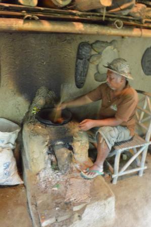 Tegalalang, Indonesia: traditionelle balinesische Kaffeeröstung