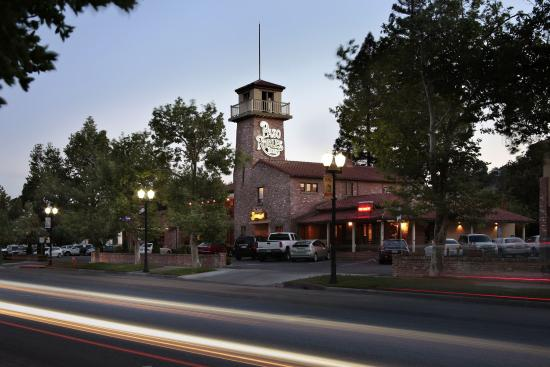 Paso Robles Inn: On the Downtown Square in Paso Robles