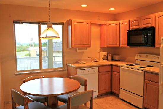Ocean Shores, WA: One Bedroom Kitchen