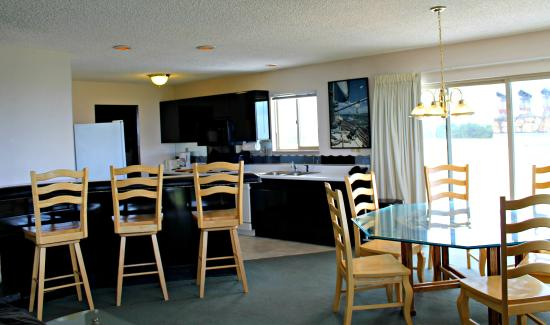 Ocean Shores, WA: Penthouse 401 Kitchen & Dining