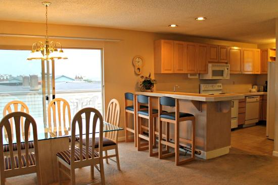 Ocean Shores, WA: Kitchen And Dining Room - PENTHOUSE