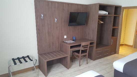Mobilier bureau picture of hotel l univers carpentras tripadvisor